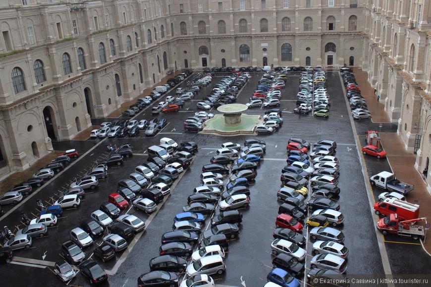 Это парковка работников Ватикана.