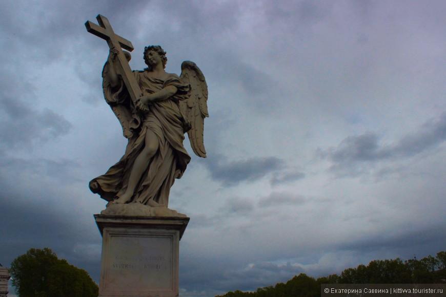 Скульптура на мосту перед замком Святого Ангела