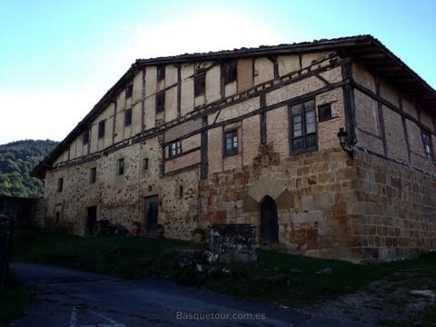 Дом-крепость 14-го века c пристройкой 16-го.