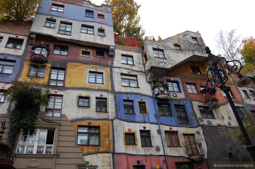 Наверное,одно из многочисленных фото дома Хундертвассера...но впечатлил,зараза!