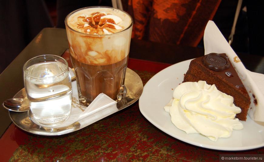 """Кафе """"Захер""""  Классический тортик с классическим кофе плюс атмосфера дает неповторимые впечатления! ))"""