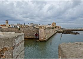 Крепость Мазаган, которую португальцы основали в 16 веке имеет периметр с каждой стороны по триста метров.