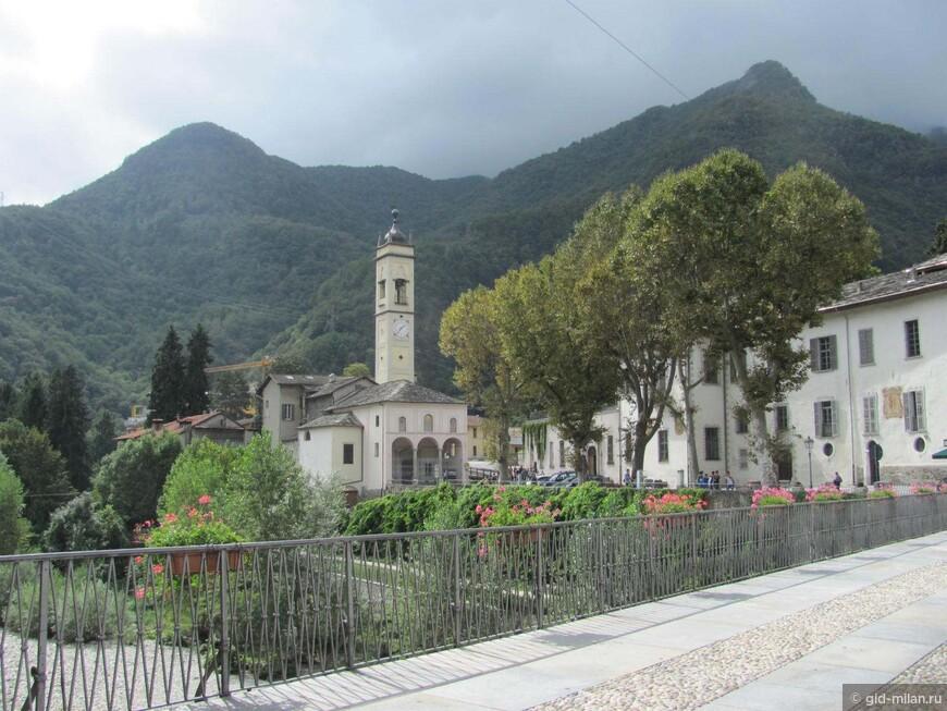 Одна из многочисленных церквей.
