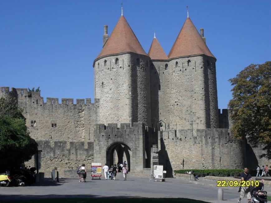 средневековый город Каркассон-Франция