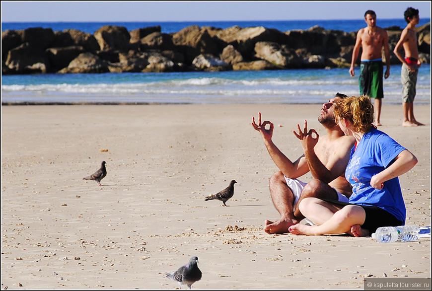 Средиземное море омывает западную границу Израиля. Её протяженность, кстати, 240 км. Большинство пляжей - прекрасно оборудовано. Почти везде - песочек...