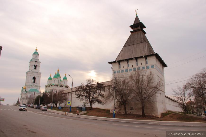 Артиллерийская (пыточная) башня с артиллерийским (зелейным) двором.