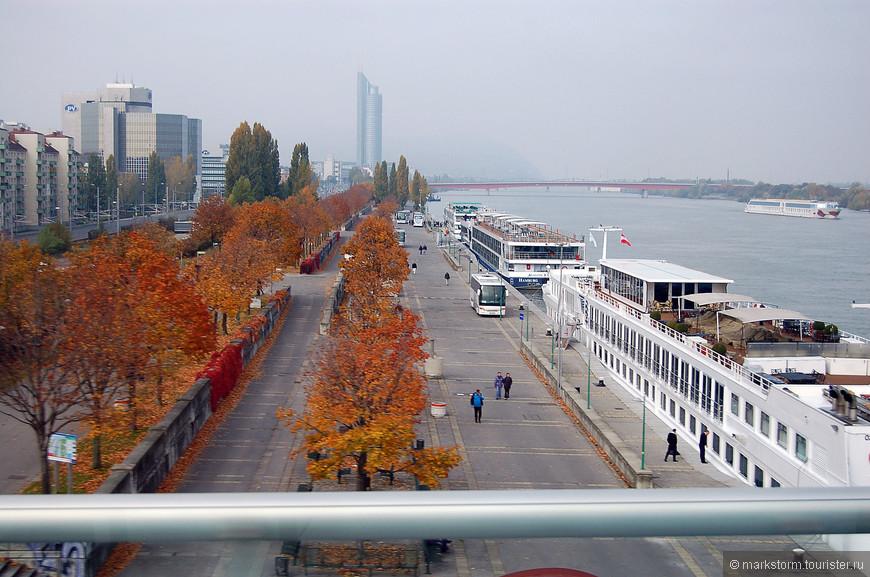 Голубой Дунай...Фото из окна автобуса...