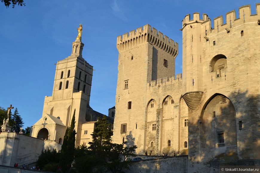 Кафедральный собор Нотр-Дам-дез-Дом  и Папский Дворец