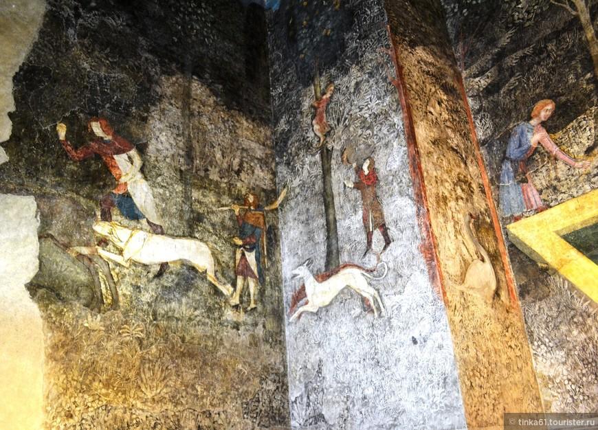 Интерьеры Папского Дворца довольно  суровые, да и мебели почти нет,  но фрески очень интересны.