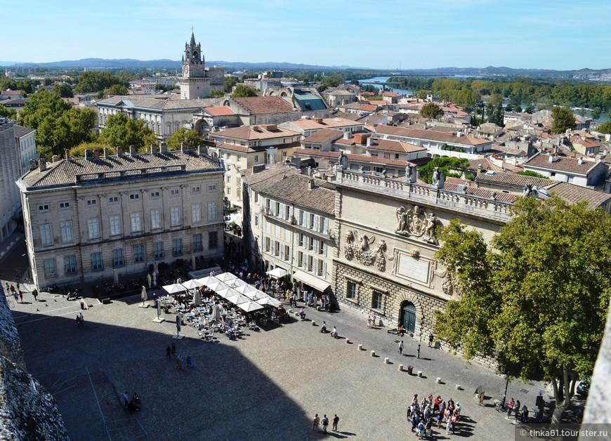Вид на площадь Дю-Пале с крыши Папского Дворца