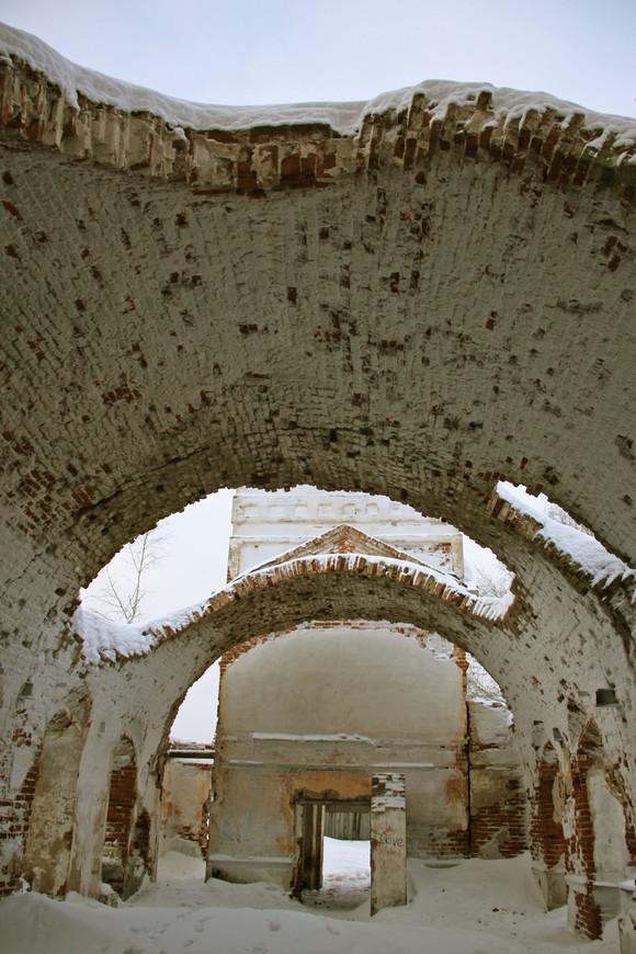 Тверская область. Весьегонск. Руины Казанской Церкви