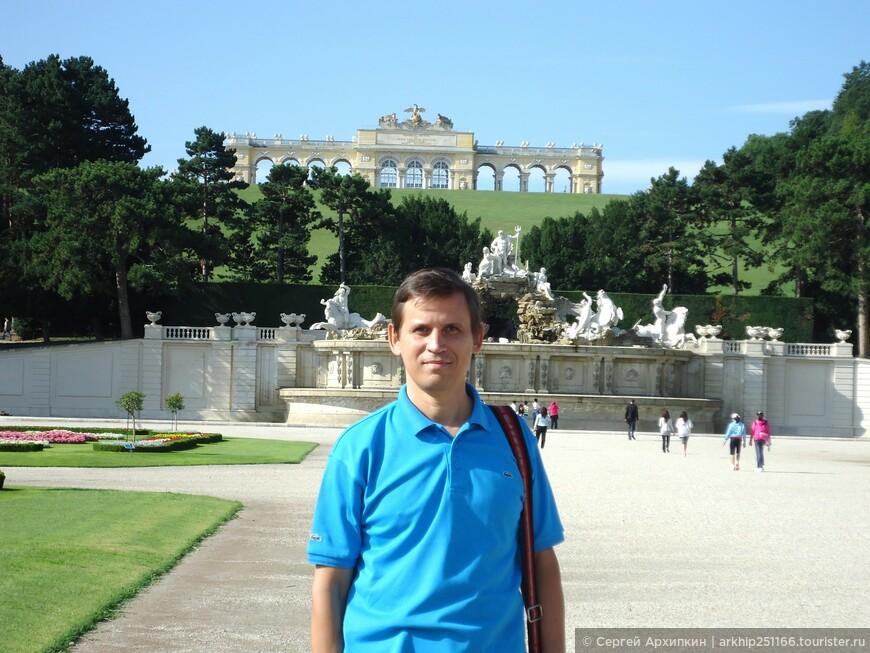 осмотрев парк я вернулся ко дворцу и купил билет за 13.50 евро, что дало мне право осмотреть 42 залы дворца,но фото не разрешают