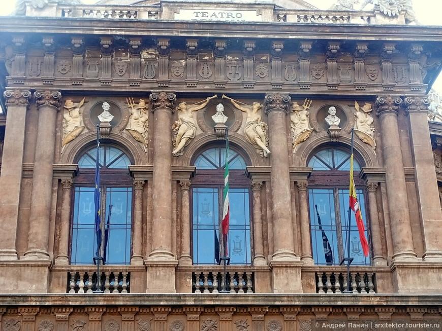 Здание театра Массимо Беллини.