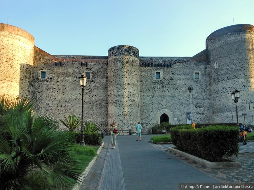 Замок Урсино.