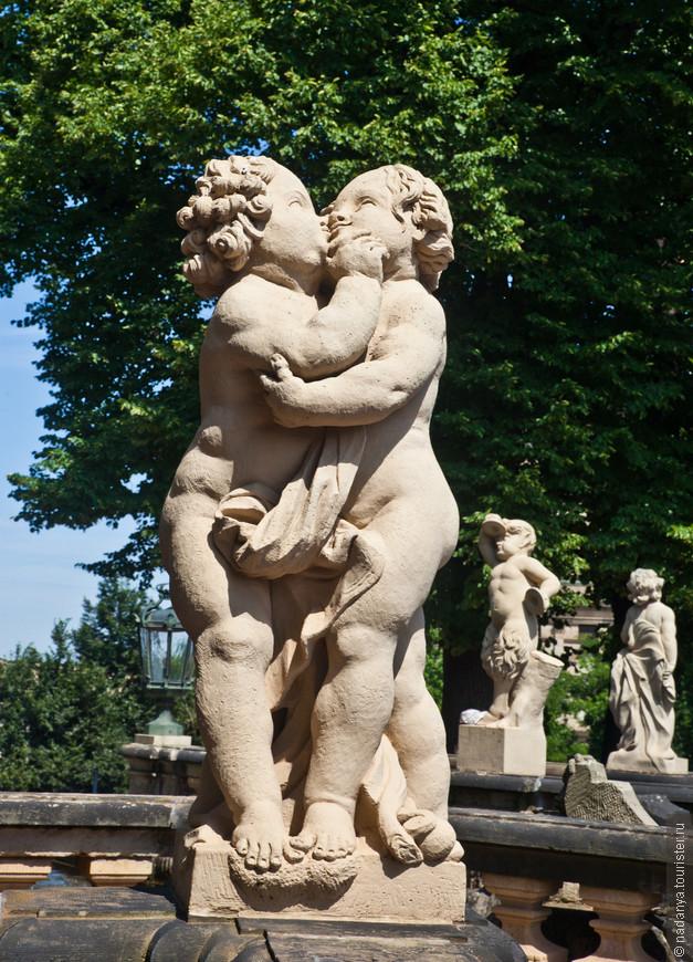 Явная пропаганда гомосексуализма. Милонов с Мизулиной бы не одобрили))))))
