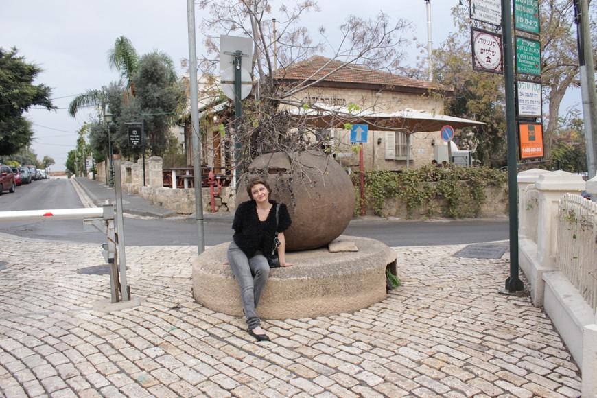 Кеса́рия  — город на средиземноморском побережье Израиля, к северу от развалин древней Кесарии Палестинской. Основан в 1977 году, население — 4700 человек (2008).