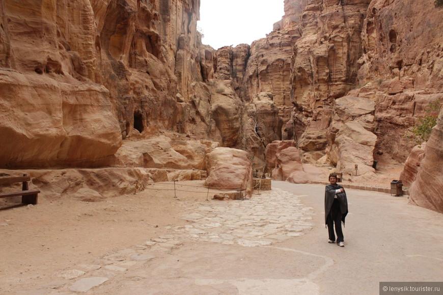 Пе́тра — древний город, столица Идумеи (Едома), позже столица Набатейского царства. Расположен на территории современной Иордании, на высоте более 900 м над уровнем моря и 660 м над окружающей местностью.