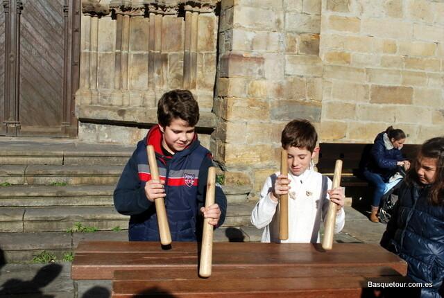 """""""Чалапарта"""" - баскский народный инструмент. Один из мальчишек - мой сын."""