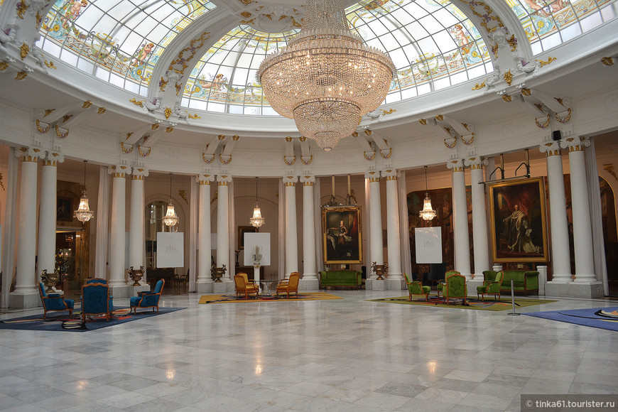 Зал в отеле Негреско