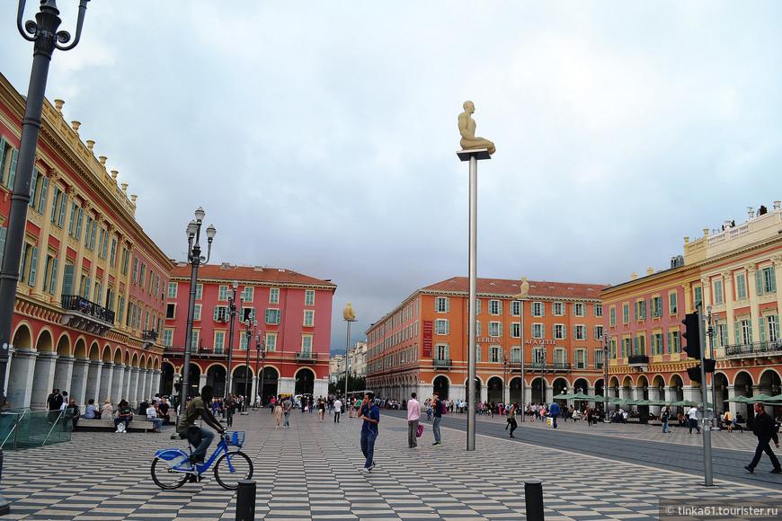 Центральная площадь Ниццы - площадь Массена.