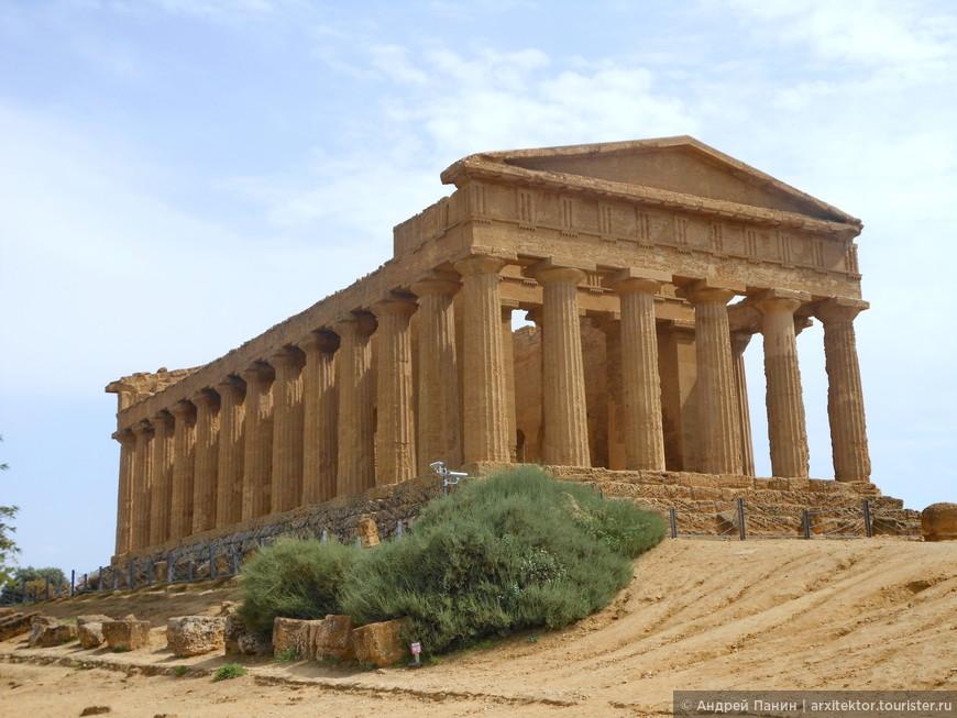 Храм Согласия хорошо сохранился, так как использовался как христианская церковь.