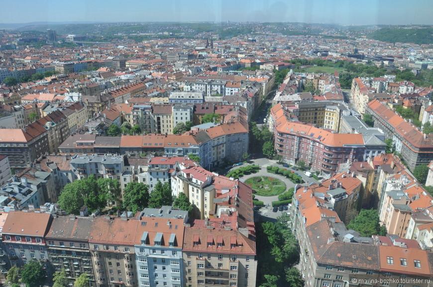 Вид на Прагу с телебашни.