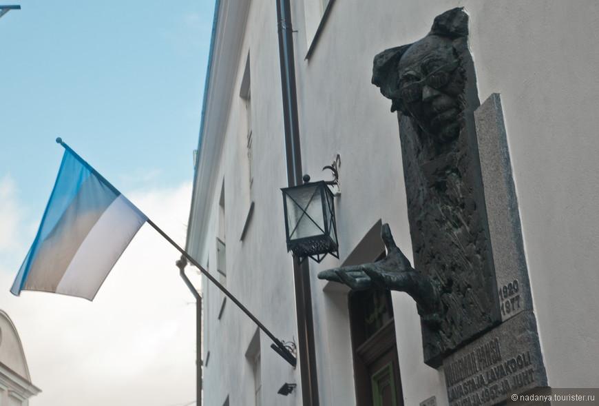 Не самые позитивные цвета Эстонского флага:)