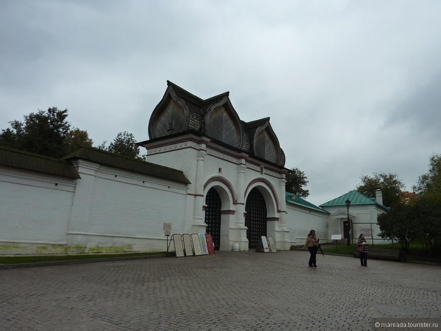 Спасские (Задние) ворота со Стрелецкими караульнями, XVII в.