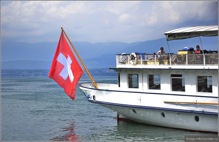Самый приятный способ добраться до Ивуар - на кораблике  из маленького швейцарского городка Ньон. Всего - то 400 русских рублей, и через 30 минут вы во Франции...
