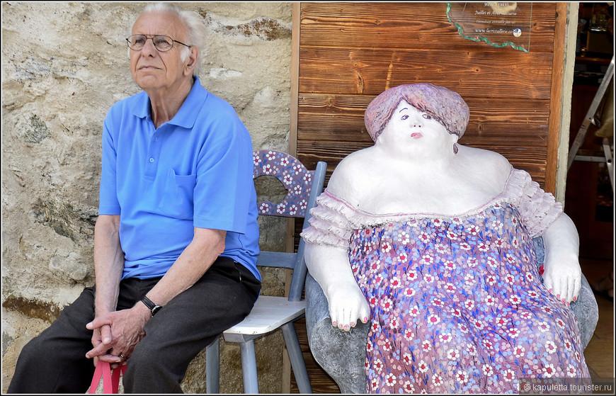 Пока своя бабка круассаны  покупает, пристроился к французской молодухе...