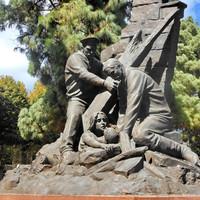 """А это памятник """"Героям милосердия и самопожертвования"""". Здесь меня обуяла гордость за Россию."""