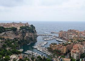 Вид на Старый город Монако-Вилль с террас Экзотических Садов.