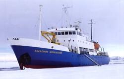 Российский круизный лайнер терпит бедствие во льдах Антарктики