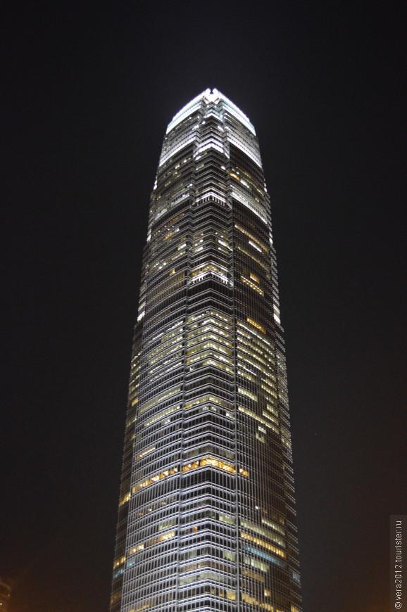 """о. Гонконг. К сожалению, здание в кадр """"не поместилось"""" полностью"""