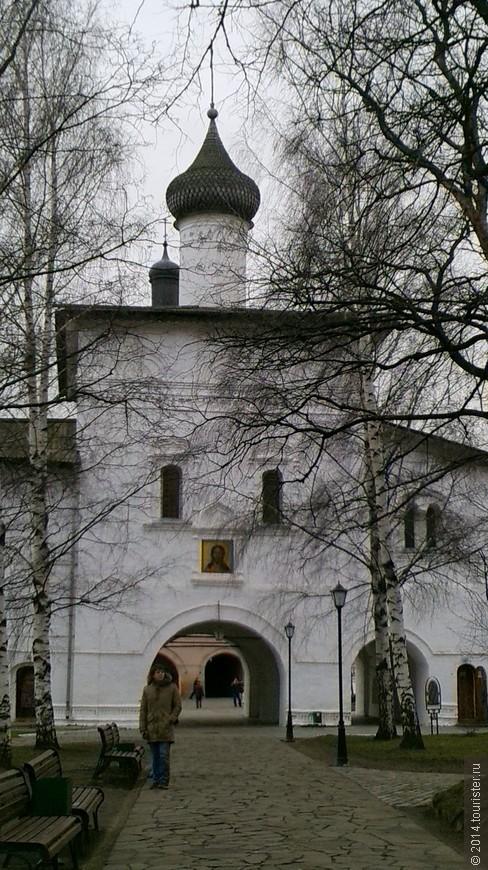 Спасо-Евфимиев монастырь. (Благовещенская надвратная церковь)