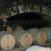 Погреб с винными бочками в Чили