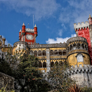 Синтра. Королевский дворец Пена называют также Замком Белоснежки. Есть за что.