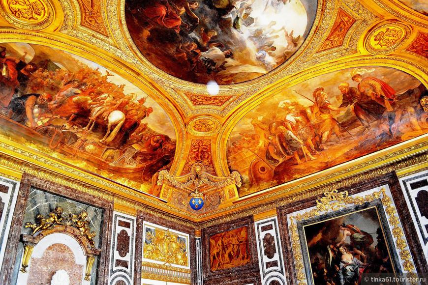 Деталь потолка в Зале Войны.