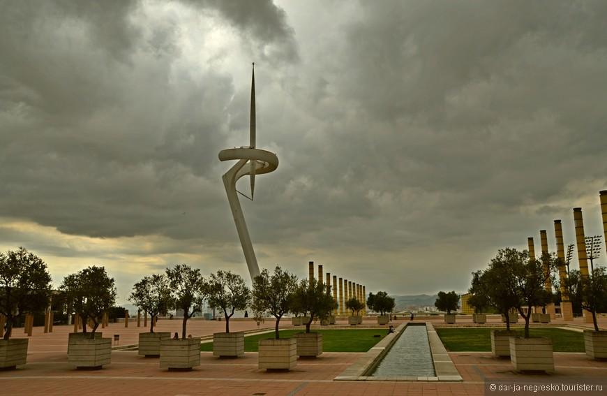 Территория Олимпийского комлекса. Как мне показалось, футуризм.