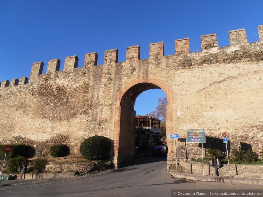 Крепостные стены в Ано Поли.