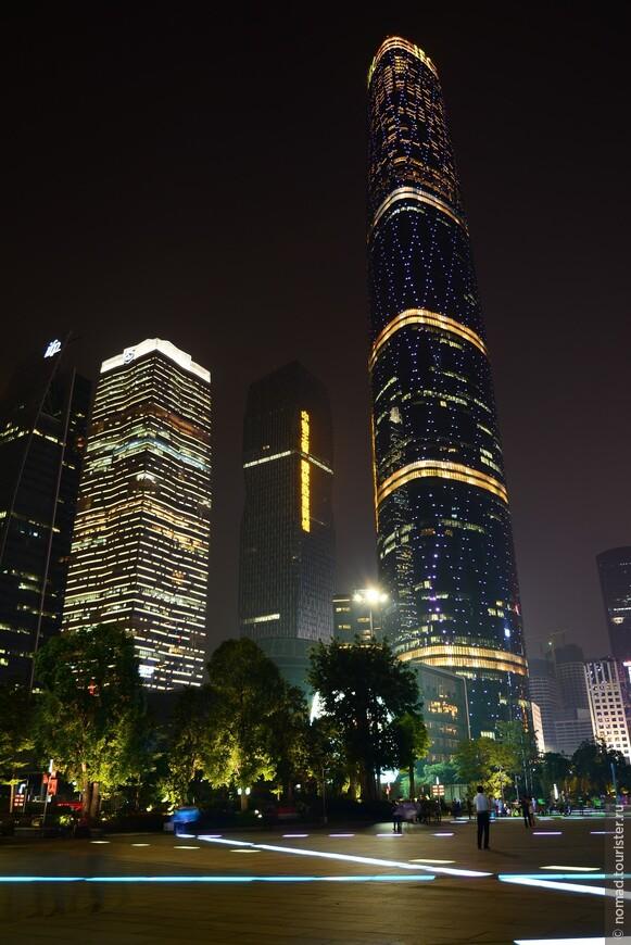 Международный финансовый центр Гуанчжоу высотой 437,5 метров был спроектирован в 2010 году. Верхнюю треть 103-этажного здания занимает пятизвездочный отель Four Seasons. Тридцать три этажа роскоши и стиля, центральный внутренний двор высотой превышающий Статую Свободы, 344 современных и просторных номера, и все это с видом на реку и панораму торгово-промышленного мегаполиса. Башня международного финансового центра Гуанчжоу — самое высокое здание в городе, 5-е в Китае и 11-е в мире.
