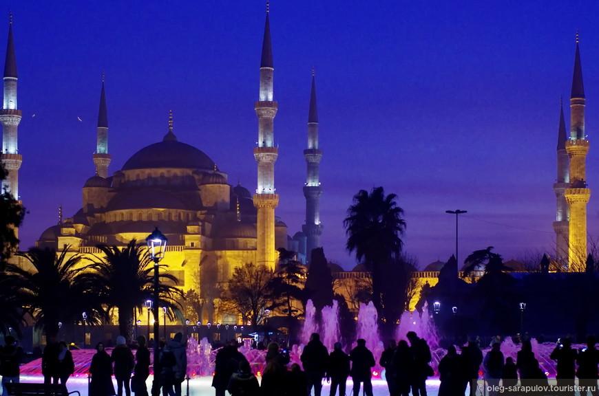 Голубая мечеть от светящегося фонтана