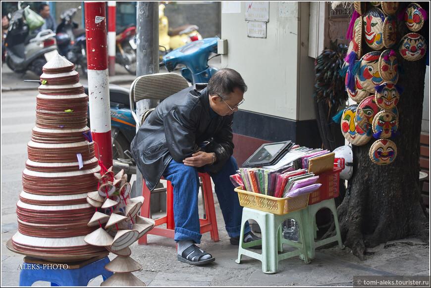 И еще одно важное отличие от Индии — во Вьетнаме на улицах города вы не увидите ни одного нищего. Достижения вьетнамской цивилизации, уровнявшей всех, впечатляют. Вьетнамец будет заниматься чем угодно, но милостыню просить у них, видимо, запрещено. (Ау, Индия...)