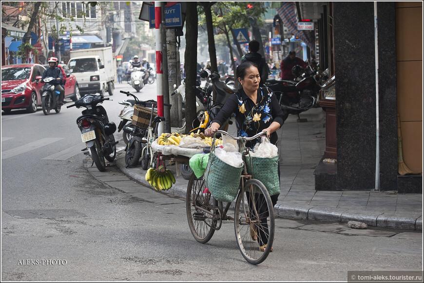 Больше всего на улицах города продавцов фруктов. И это здорово, ведь у них всегда можно купить фрукты намного дешевле, чем в лавочках у перекупщиков...