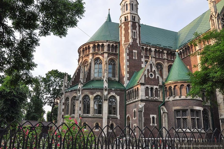 Костел Святой Эльжбеты.  Согласно преданию, костёл назван в честь императрицы Елизаветы Габсбург.