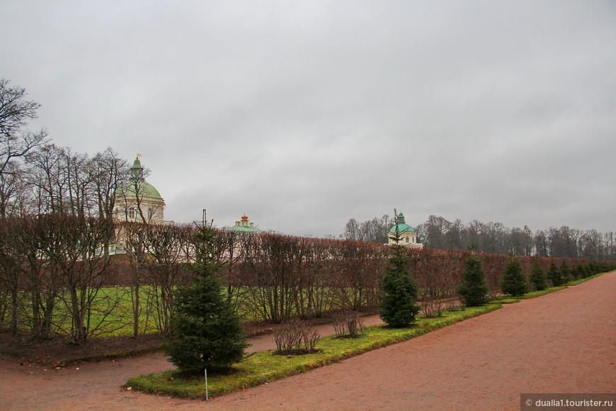 Созданные в 18 столетии дворцы и парки Ораниенбаума на протяжении длительного времени являлись летними загородными резиденциями светлейшего князя А. Д. Меншикова, императора Петра III, императрицы Екатерины II, ее внуков и правнуков После 1917 года, дворцы и парки были национализированы. В годы Великой Отечественной войны эта резиденция не была разрушена, постройки, хоть и отреставрированные, но абсолютно подлинные образцы архитектуры XVIII века