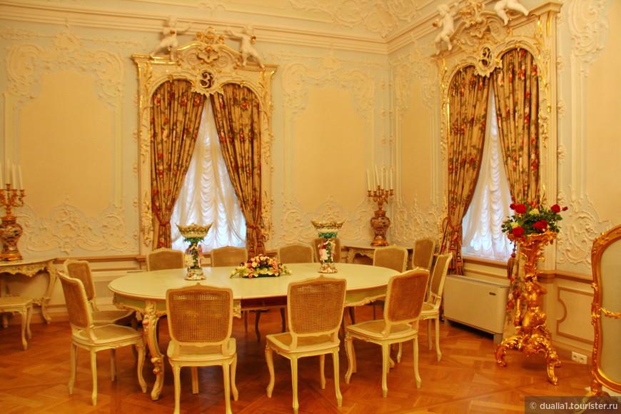 В 2011 году после многолетней реставрации, Большой дворец открыл двери для посетителей. Интерьеры дворца роскошны, сейчас открыто 14 залов
