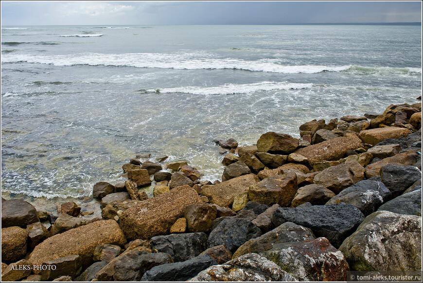На самом деле, Атлантический океан в мае у берегов Марокко не сильно порадовал нас своими крутыми волнами и ветром. Но португальцы всегда любили подобные пейзажи, ведь сама Португалия тоже находится на побережье с обрывами в океан.