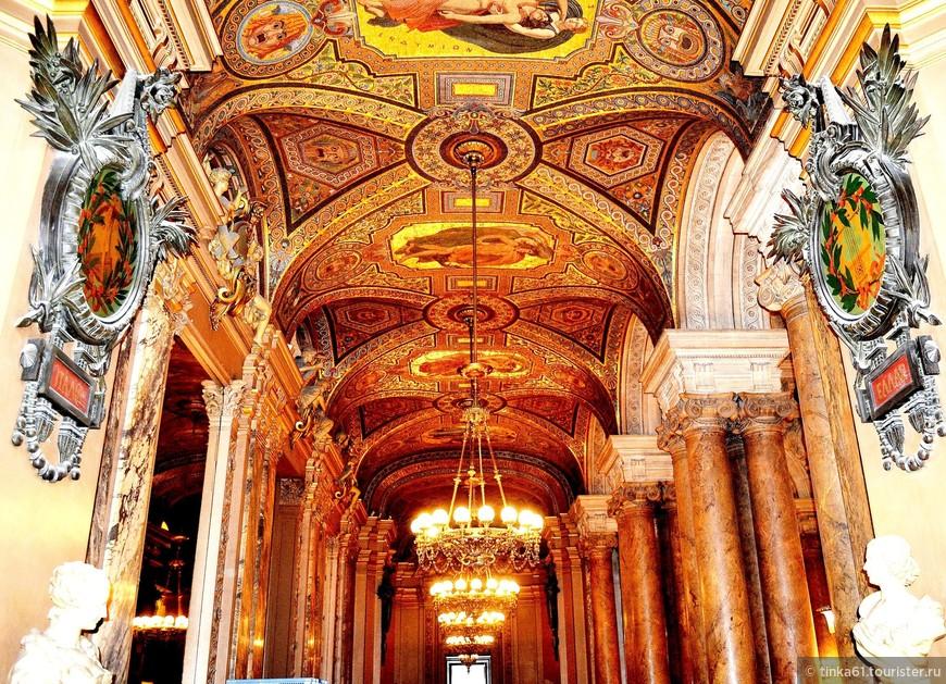 Галереи с мозаичными потолками.