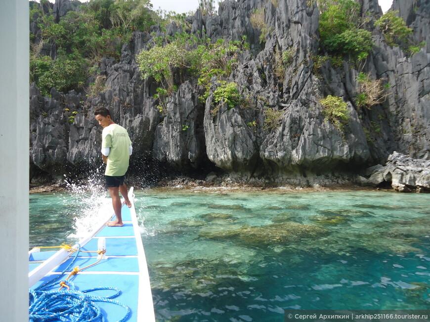 Здесь лодка делала остановку и мы пешком по воде прошли в  Секретную лагуну в которую нельзя попасть на лодке, в некоторых местах пришлось плыть - и поэтому фотоапарат я не взял.